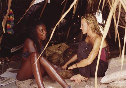 Neleh Dennis and Vecepia Towery on Survivor: Marquesas.