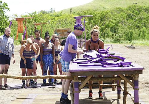 David and Rachel attempt to complete the puzzle in Episode 1 of Survivor: Millennials vs. Gen X. Photo: CBS.