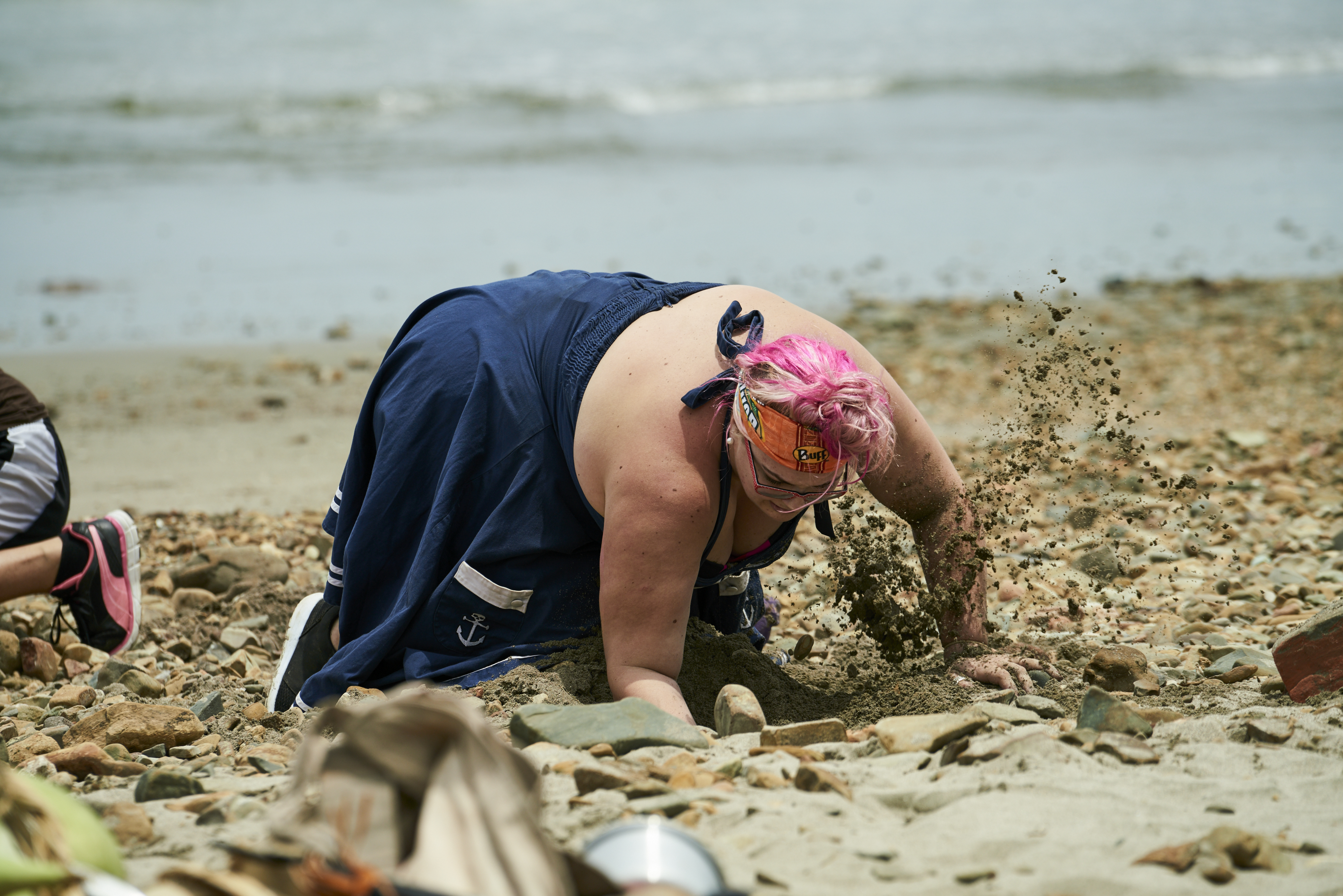 Hannah Digging in the first challenge (photocredit Scott McAulay)