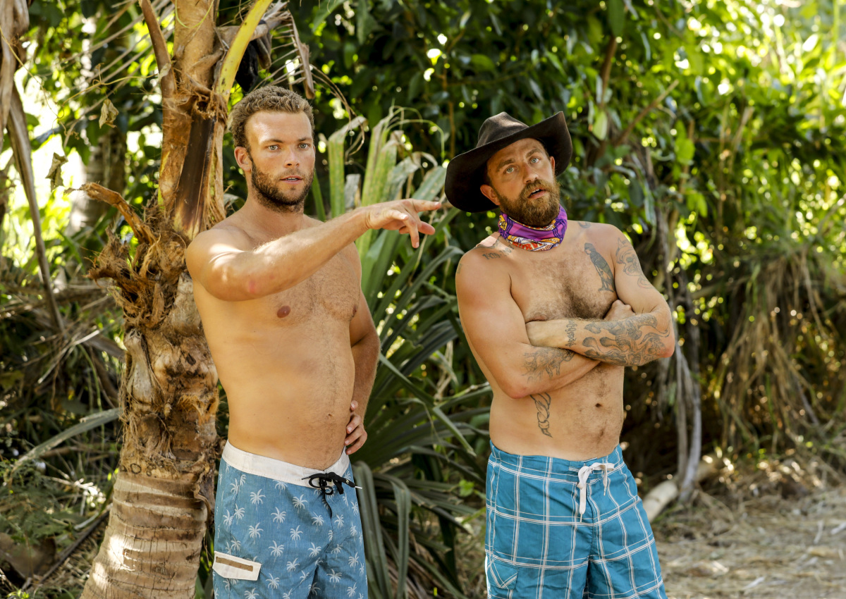 """""""Get to Gettin'"""" - John """"JP"""" Hilsabeck and Ben Driebergen on the seventh episode of SURVIVOR 35, themed Heroes vs. Healers vs. Hustlers, airing Wednesday, November 8 (8:00-9:00 PM, ET/PT) on the CBS Television Network. Photo: Robert Voets/CBS ©2017 CBS Broadcasting Inc. All Rights Reserved"""